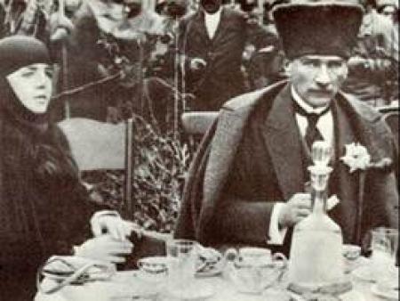 Atatürk Tarsus'ta foto galeri