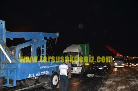 Tarsus'ta 2 tır çarpıştı