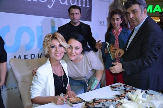 Gülben Ergen, Tarsus'ta hayranlarıyla buluştu (Foto Galeri)