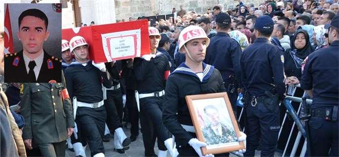 Tarsuslu Şehit Yüzbaşı Halil Özdemir'i binlerce kişi uğurladı