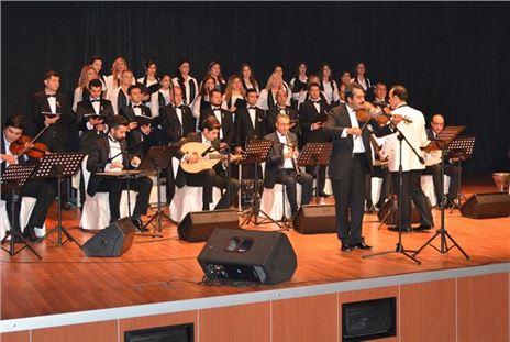 Mersin'de Şarkılar Atatürk İçin Söylendi