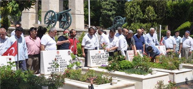 AK Parti Tarsus ilçe teşkilatı Şehitlikte Kur'an, Camide Mevlüd okuttu