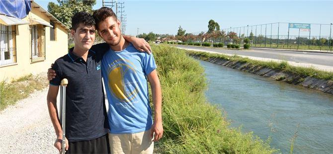 Tarsus'ta 16. yaşındaki genç, suya düşen 23 yaşındaki genci kurtardı