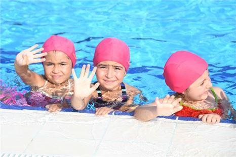 Mersin'de 2. Dönem Yüzme Kursu Sertifikaları Sahiplerini Buldu