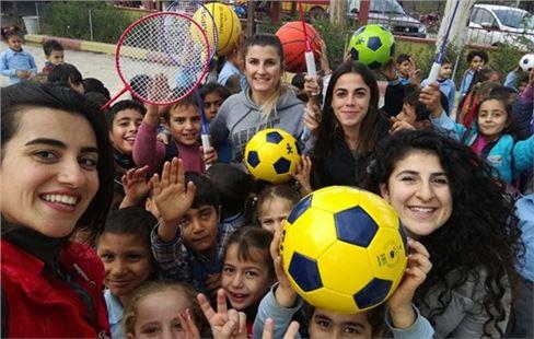 Mersin Üniversitesi Beden Eğitimi Öğrencilerinden Köy Okullarına Malzeme Desteği