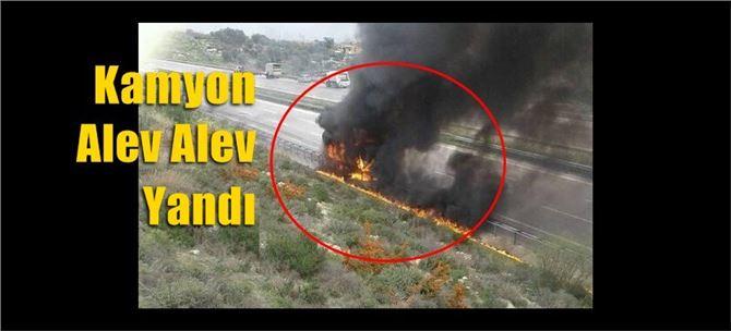 Mersin'de kamyon alev alev yandı