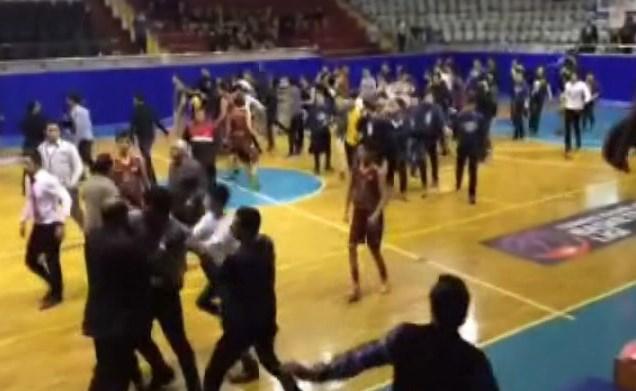 Tarsus'ta liseler arası basketbol maçında kavga