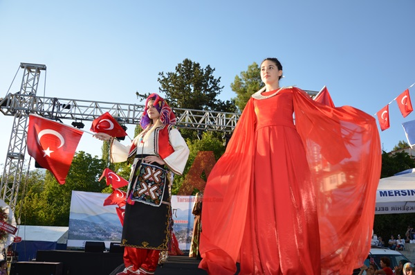 Çamlıyayla 2. Geleneksel İğne Oyası Festivali Defilesi (Foto Galeri)