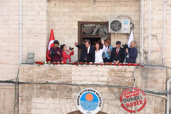 Büyükşehir Belediye Başkanı Vahap Seçer, mazbatasını aldı