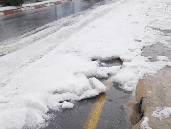 Tarsus'ta dolu yağışı yolları buzla kapladı (Foto Galeri)