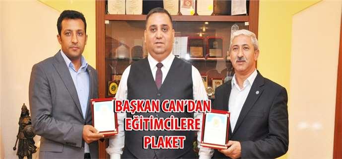 Başkan Can'dan Bozfakıoğlu ve Ellibin'e Plaket