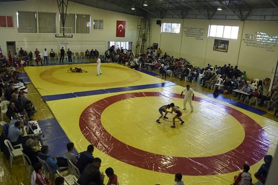Tarsus'ta Güreş Müsabakaları Kıran Kırana Geçti
