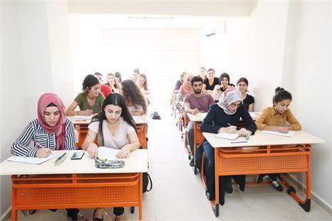 Mersin Büyükşehir'in Üniversiteye Hazırlık Kursu Kapılarını Gençlere Açtı