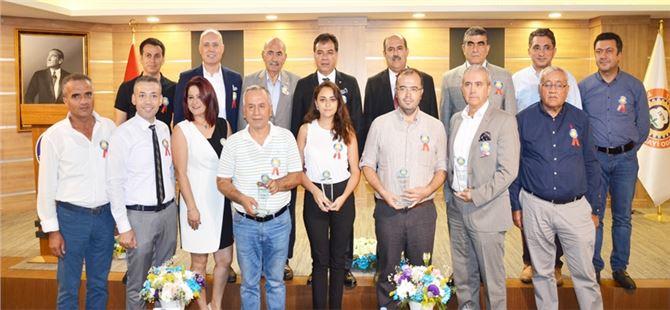 Tarsus'ta Meslekte 20 yılını dolduran Sigortacılara Plaket verildi