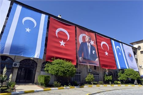 Mersin Büyükşehir, Kerkük Bayrağını Mersin'de Dalgalandırıyor