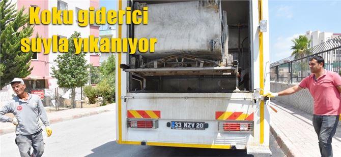 Tarsus'ta çöp konteynerleri deterjanlı suyla yıkanıyor