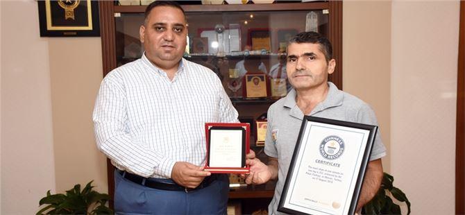Başkan Can, Dünya Rekoru Kıran Personelini Ödüllendirdi