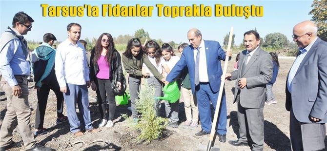 Tarsus'ta öğrenciler Karabucak'ta fidan dikti