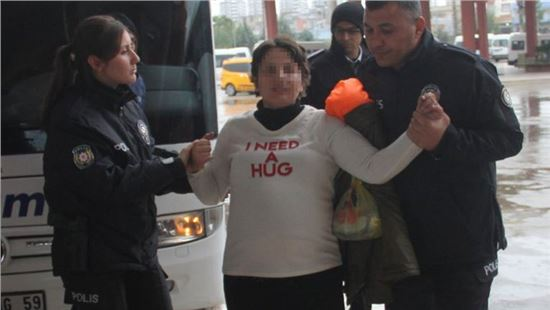 Hamile kadın otobüsü rehin aldı; inmedi!