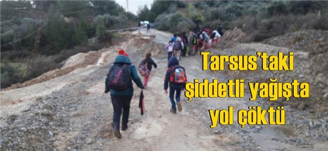 Tarsus'taki şiddetli yağışta yol çöktü