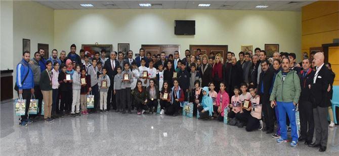 Kurtuluş Koşusunda Dereceye Yapan Öğrencilere Ödülleri Verildi