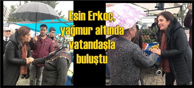 İyi Partili Esin Erkoç, yağmur altında vatandaşla buluştu