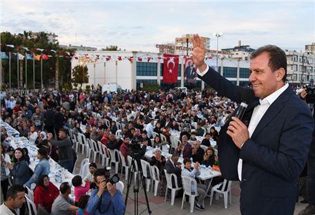Bereketli iftar sofraları Erdemli'de kuruldu