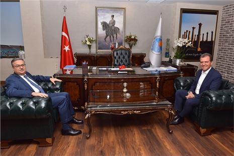 Vali Su'dan Başkan Seçer' Ziyaret