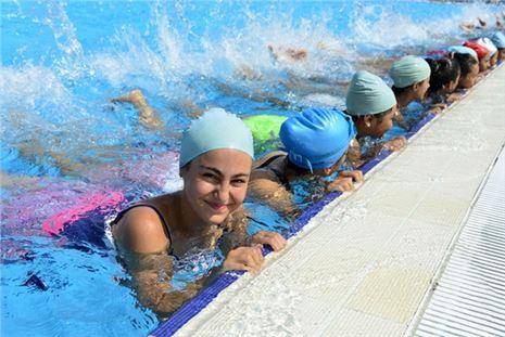 Mersin Büyükşehir Belediyesi yüzmeye çağırıyor