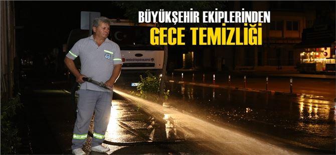 Büyükşehir ekiplerinden gece temizliği