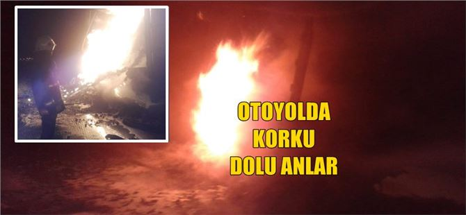 Tarsus'ta plastik yüklü tır otoyolda yandı