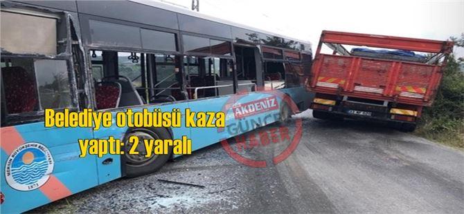 Tarsus'ta belediye otobüsü kaza yaptı: 2 yaralı