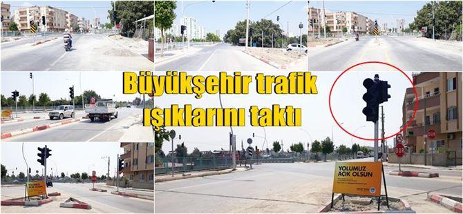 Tarsus'ta gündem olan kavşağa Büyükşehir trafik ışıkları taktı