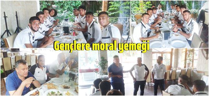 Ferit Çetiner'den TİY U-19 takımına moral yemeği