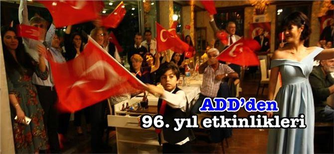 Tarsus ADD'den Cumhuriyet balosu ve STK'lardan çelenk sunumu