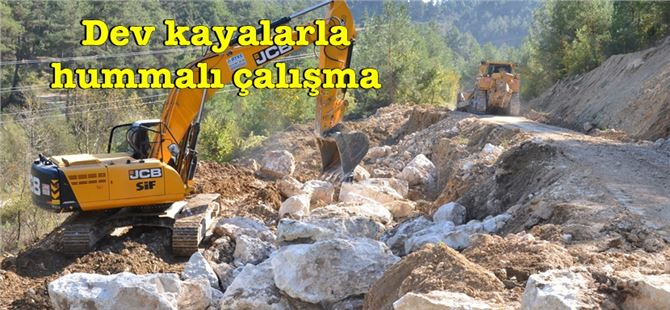 Çamlıyayla'da heyelandan zarar gören yollar büyükşehir ekipleri tarafından onarıldı