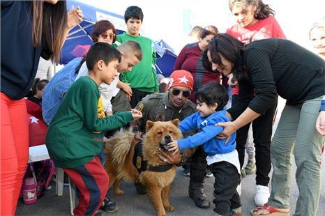 Terapi köpekleri çocukların yoldaşı oldu