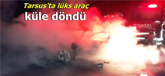 Tarsus TEM'de lüks otomobil alev alev yandı