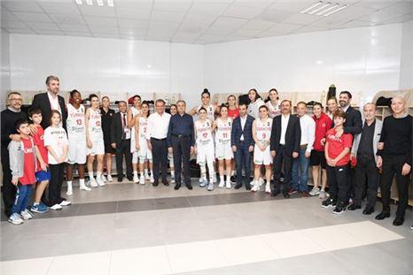 Seçer, Türkiye-Litvanya Eleme Maçı Coşkusuna Ortak Oldu