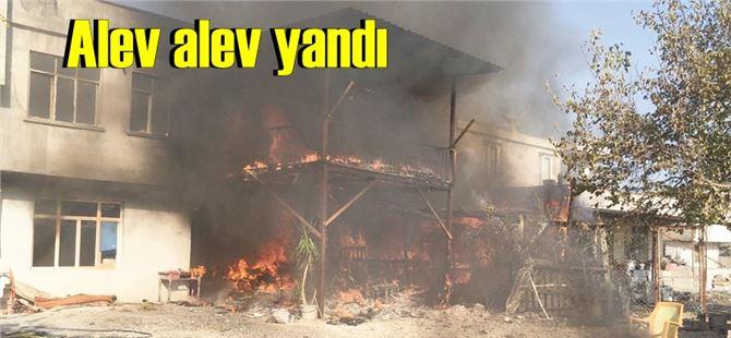 Tarsus'ta köy evi alev alev yandı