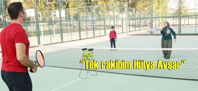 9 yaşındaki torunuyla 67 yaşında tenise başladı