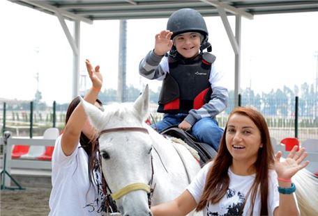 Özel Çocuklar Atlarla Tanıştı