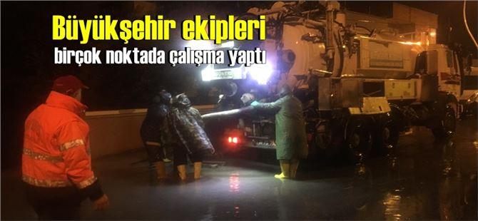 Aşırı yağışın düştüğü Tarsus'ta, Büyükşehir ekiplerinden özverili çalışma