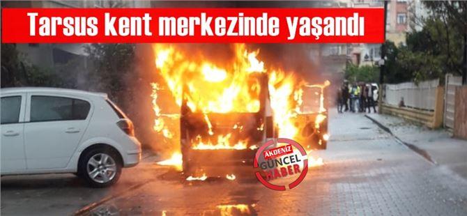 Mersin Tarsus'ta park halindeki araç alev alev yandı