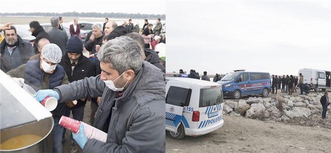 Büyükşehir'den 2 bekçinin arama çalışmalarına katılanlara çorba ikramı