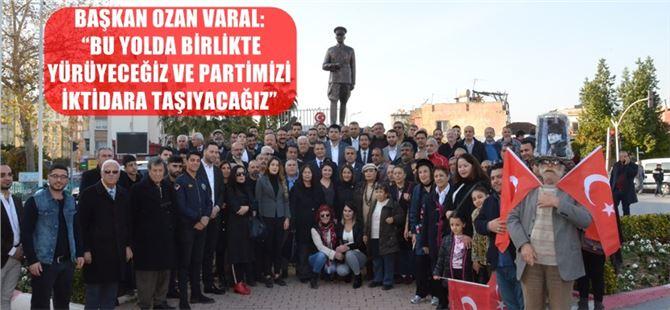 CHP'nin yeni seçilen ilçe yönetiminden anıta çelenk