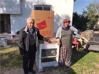 Büyükşehir, yangında evi zarar gören aileye destek oldu