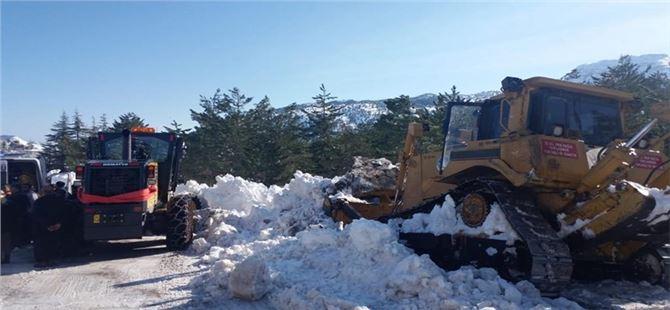 Büyükşehir, vatandaşları kar esaretinden kurtarıyor