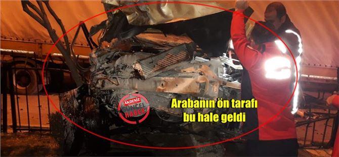 Tarsus'ta feci kaza; araba, park halindeki tıra çarptı