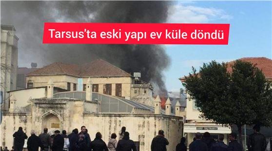 Tarsus'ta 2 katlı ev yangında kullanılamaz hale geldi